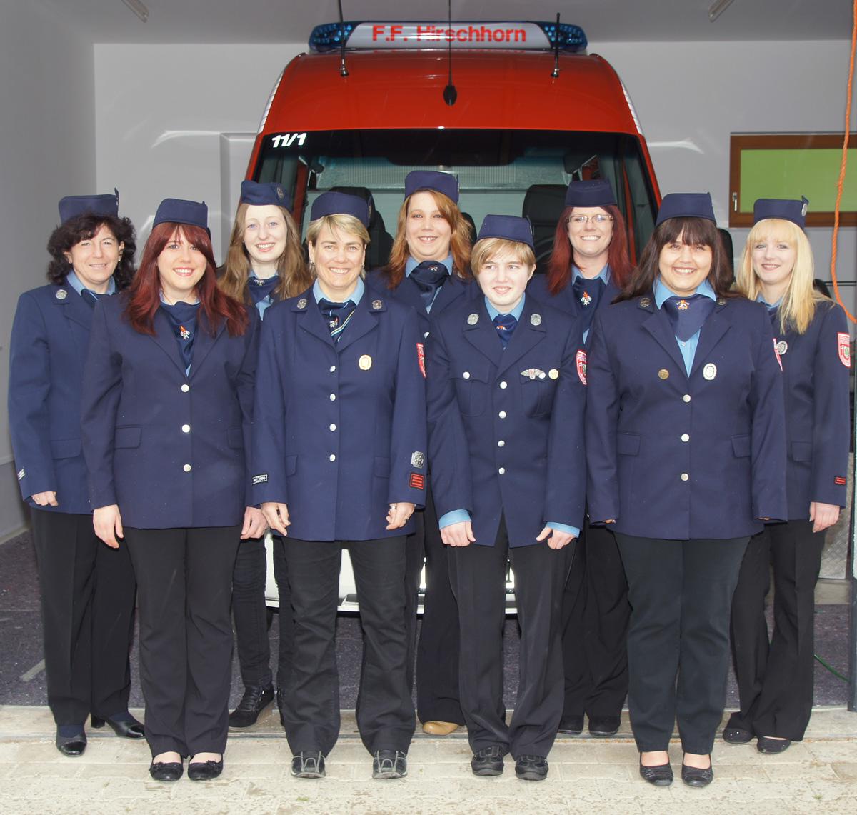 Unsere Feuerwehrfrauen in Uniform