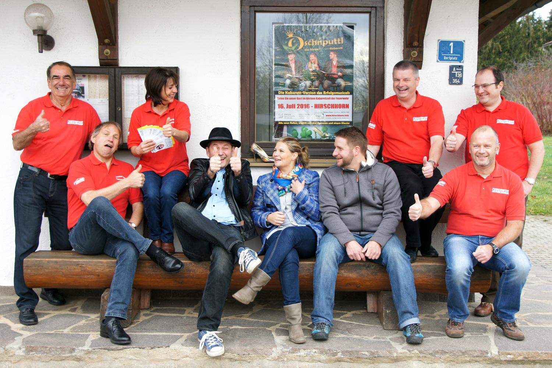Das Oschnputtl-Team hat zusammen mit den Organisatoren der Feuerwehr Hirschhorn bereits bei Fototermin einen riesen Spaß!