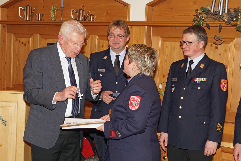 Ehrenzeichen in Silber (25 Jahre aktive Dienstzeit) für Monika Ganghofner