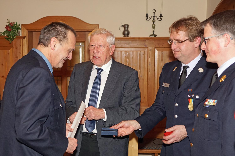 Ehrenzeichen in Silber (25 Jahre aktive Dienstzeit) für Fritz Sporrer