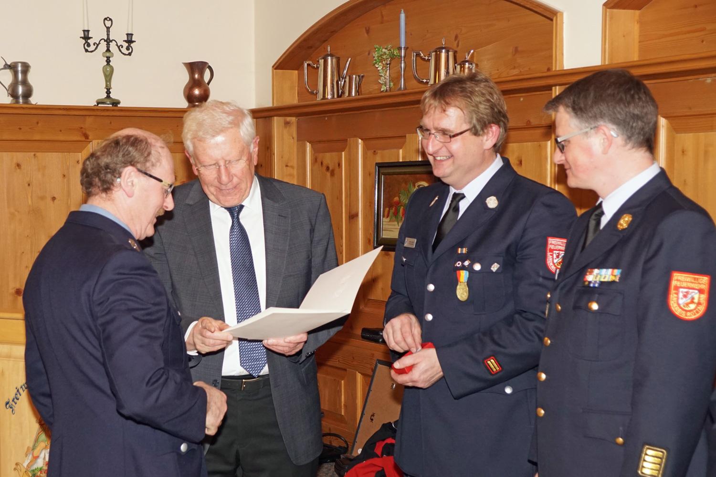 Ehrenzeichen in Gold (40 Jahre aktive Dienstzeit) für Rainer Freilinger