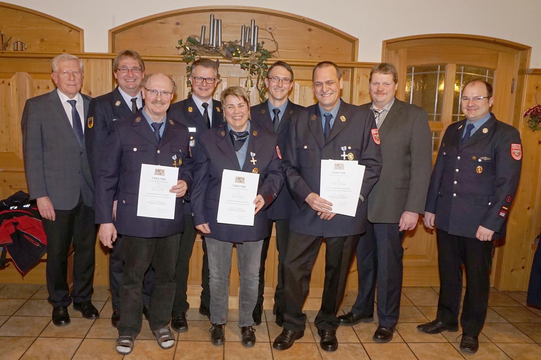 Ehrenzeichen für Rainer Freilinger (gold), Monika Ganghofner (silber) und Fritz Sporrer (silber)